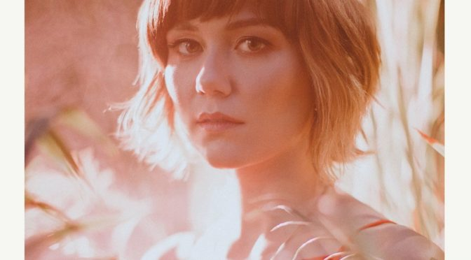 "La brillante ""Molly Tuttle"" lanza su disco debut en Nashville."